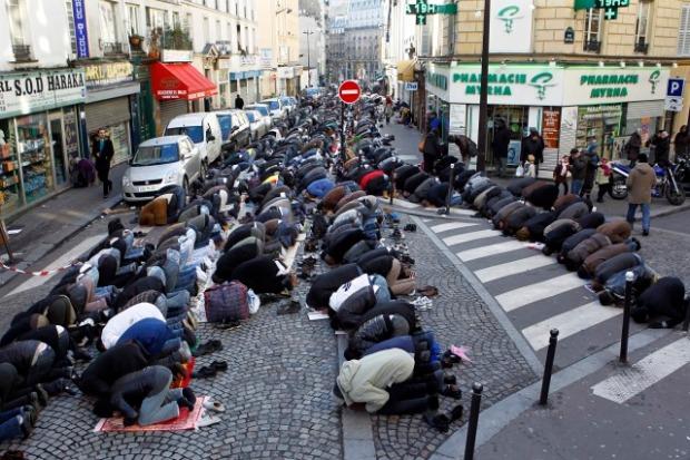 frankrijk moslims bidden op straat