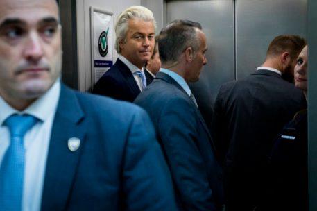 2016-11-17 14:09:16 DEN HAAG - PVV-fractievoorzitter Geert Wilders en Fleur Agema in de lift na de stemmingen in de Tweede Kamer. ANP BART MAAT
